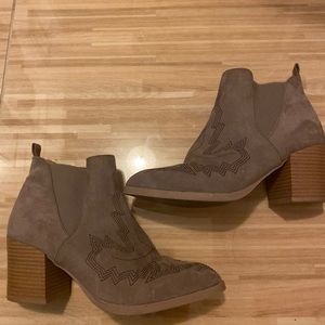 Western style booties size 6